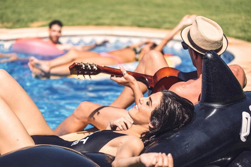 Jak zorganizować niezapomniane pool party?