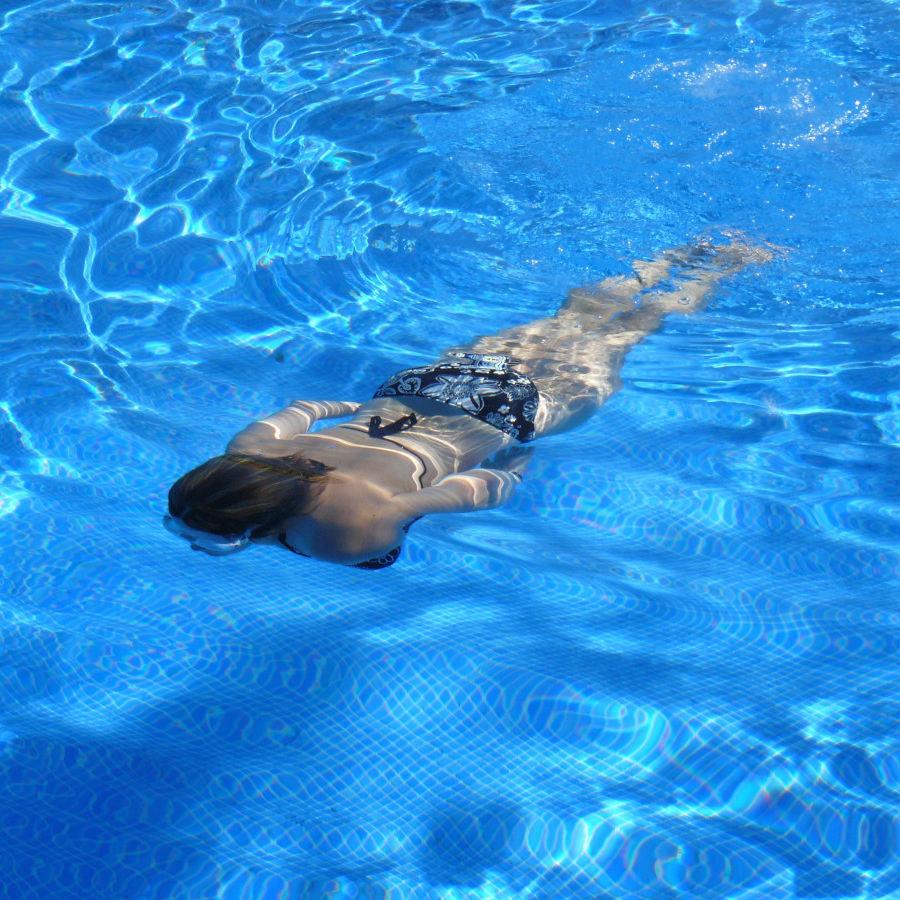 Jak dbać o siebie po basenie? Pamiętaj o ochronie