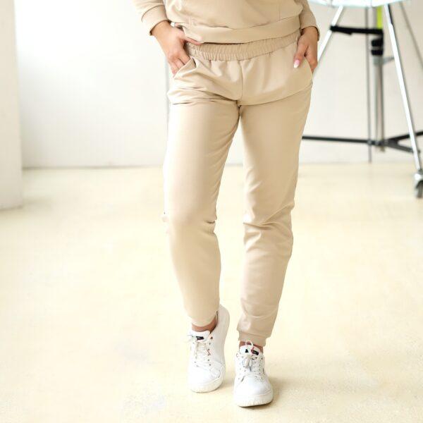 Spodnie dresowe z kieszeniami bezowe 028 przod LAVEL