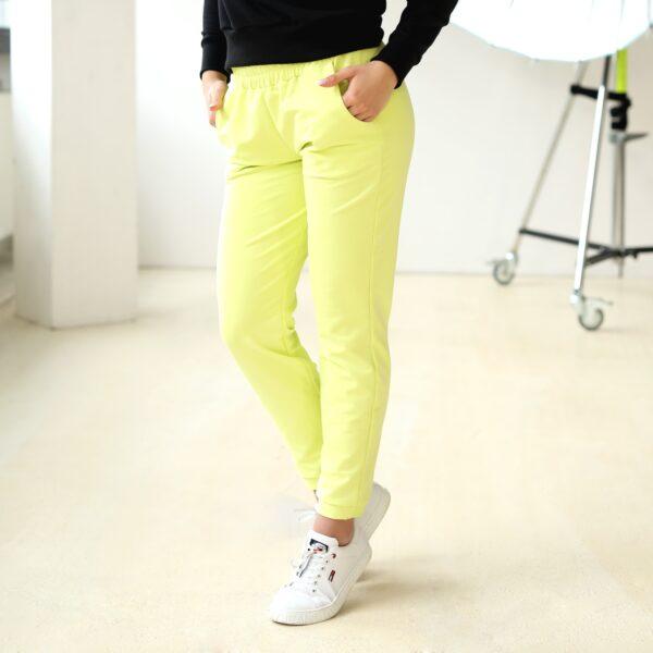 Spodnie dresowe z kieszeniami limonkowe 030 przod LAVEL
