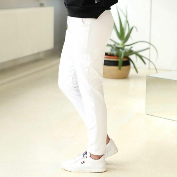 spodnie z kieszenia biale bok